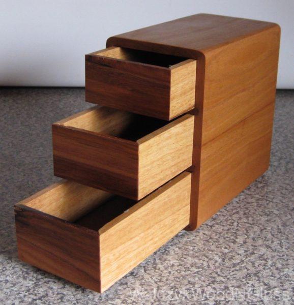 magnet chest, stringybark